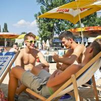 Getting a tan and a cool drink in one of Vienna's numerous beach bars
