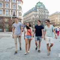 Stroll around Vienna with your friends