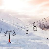 Go skiing in one of Austria´s numerous winter sport resorts near Vienna …