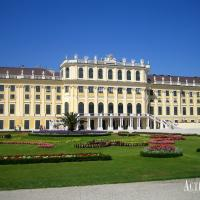 Schloss Schönbrunn: the largest palace in Austria and...